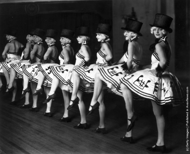 Vintage Photos of Cabaret Dancers from 1900 1930 10